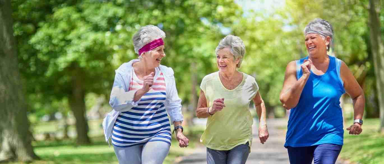benefício da caminhada para idosos