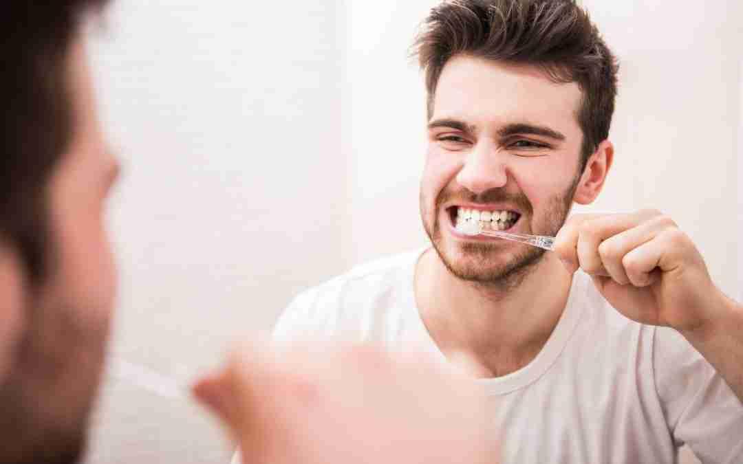 tratamento caseiro para mau halito escovar os dentes diariamente