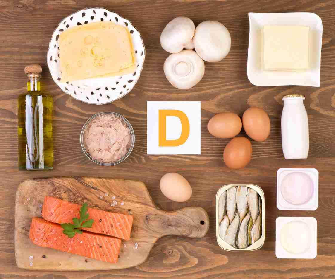 alimentos ricos em vitamina D como leite, queijos e ovos